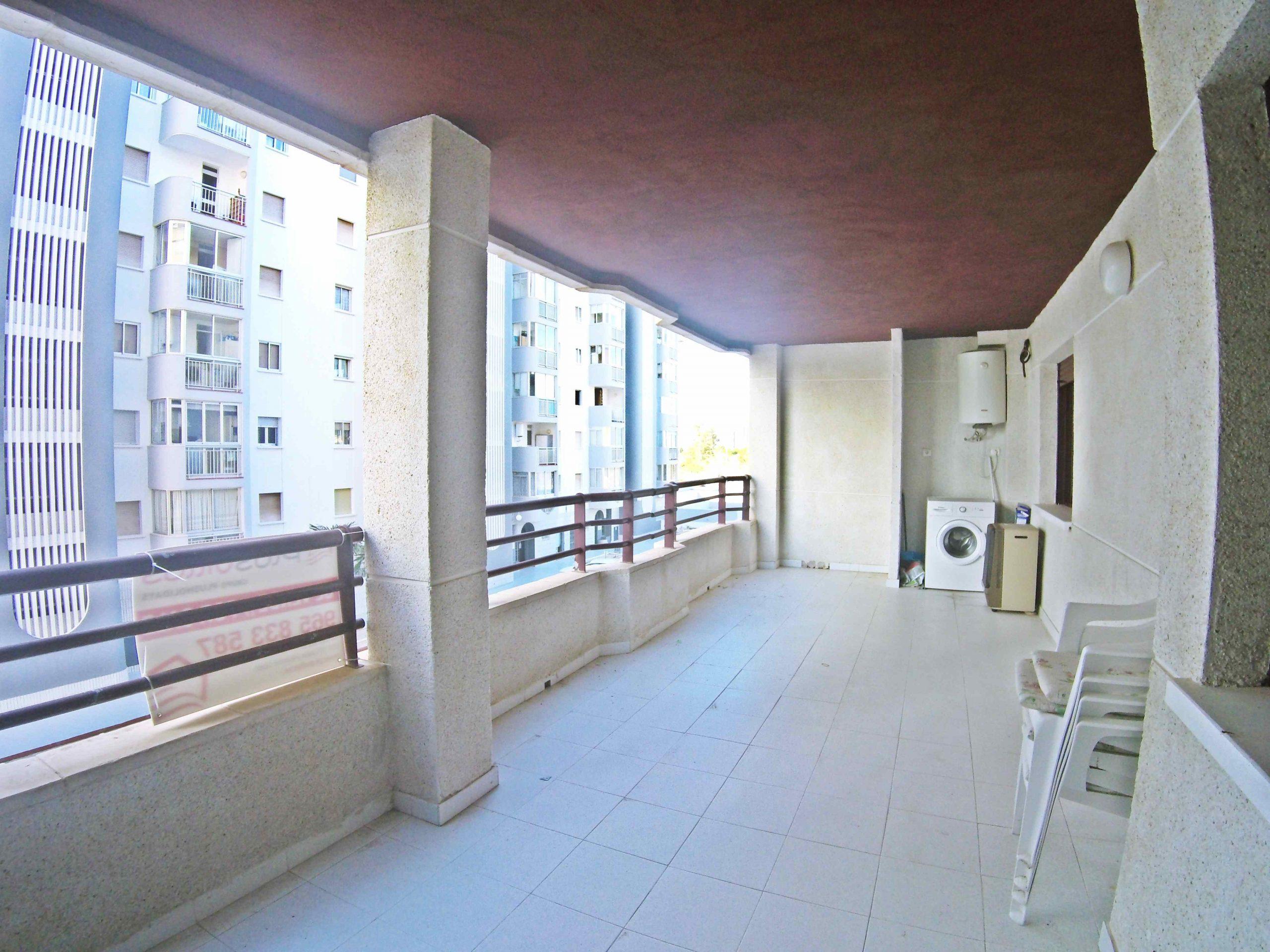 ¡Apartamento de un dormitorio en la primera línea con una gran terraza con vistas abiertas al mar! PD-20007