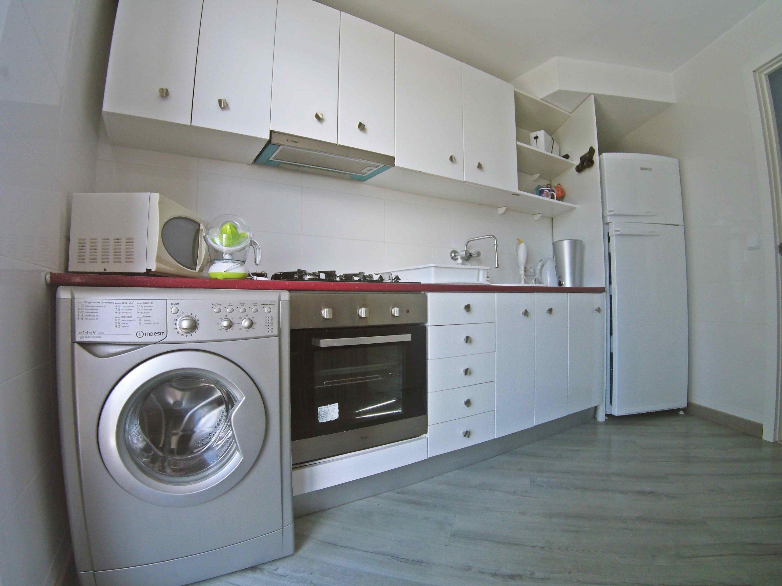 ¡Apartamento de tres dormitorios con vistas al mar y al lago, a 50 metros de la playa! PD-20010